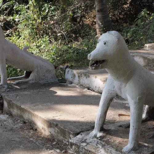 ラオスの狛犬