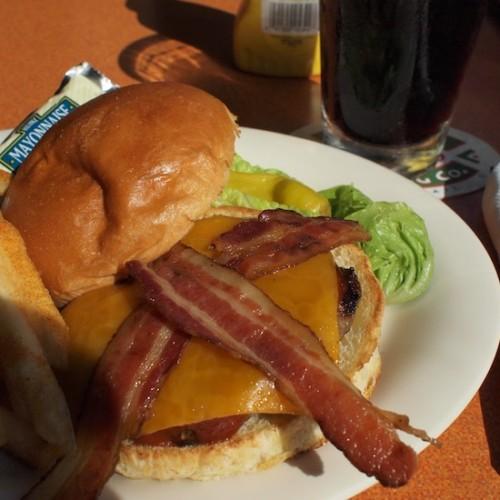 ホノルル空港のハンバーガー