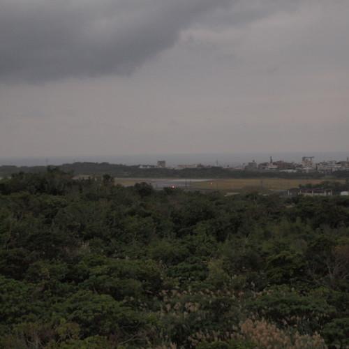 佐喜眞美術館から見る普天間飛行場
