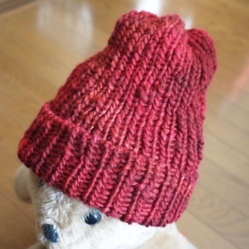 赤いニット帽