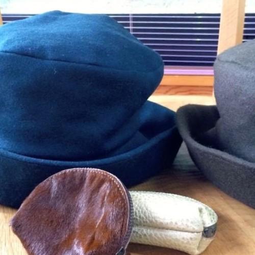 益子で買った帽子とポーチ
